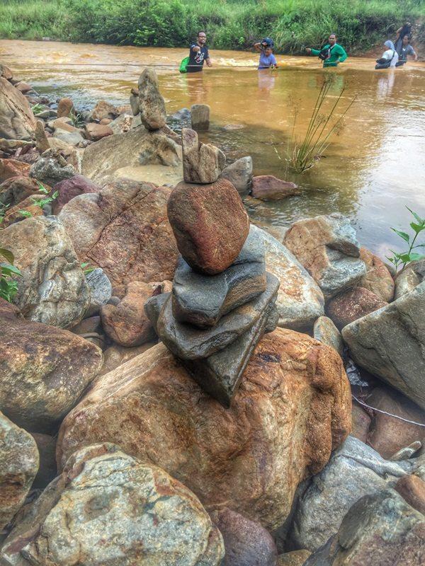 batu-sungai