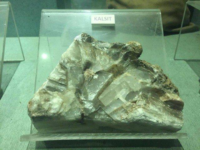 logam Kalsit