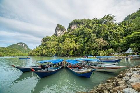 Arriving at Dayang Bunting Island