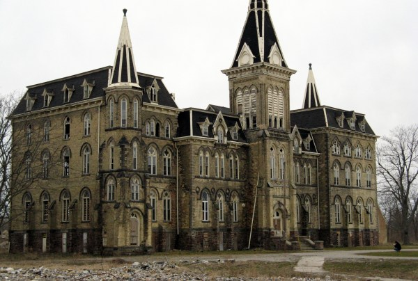 Alma College Abandoned School Film Set Victim Of Arson