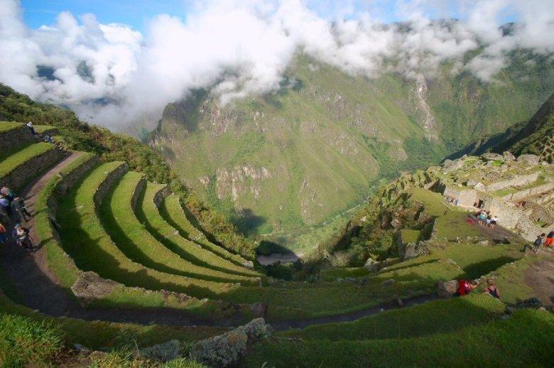 Machu Picchu Peru - ExplorationVacation 2005-12-31_08_39_44%20looking%20down%20at%20terraces_0