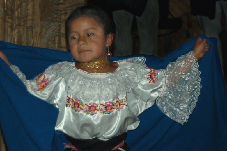 Little dancers Ecuador -ExplorationVacation 2006-01-03_14_11_19