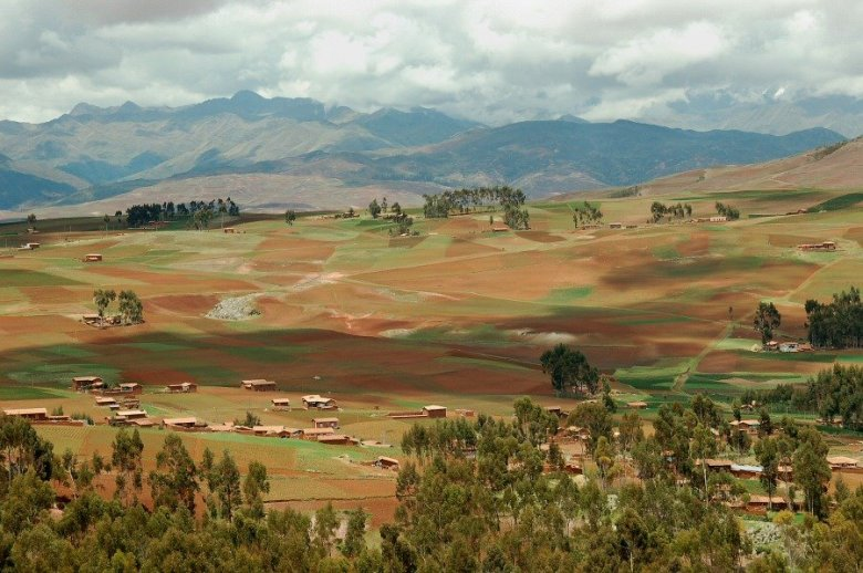 Peru - ExplorationVacation 2006-01-01_10_41_2  scenery from bus window