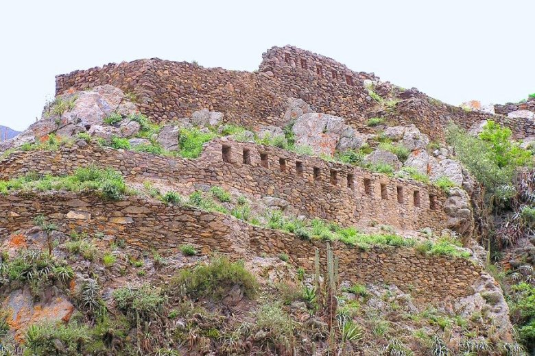 Peru - ExplorationVacation P1010002%20ruins%20above%20city_1