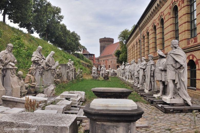 Victory Ave statues 2 Spandau Germany DSC_7806