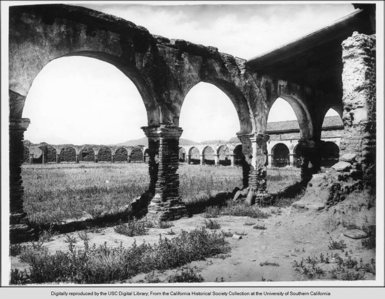 remains of arches around the plaza
