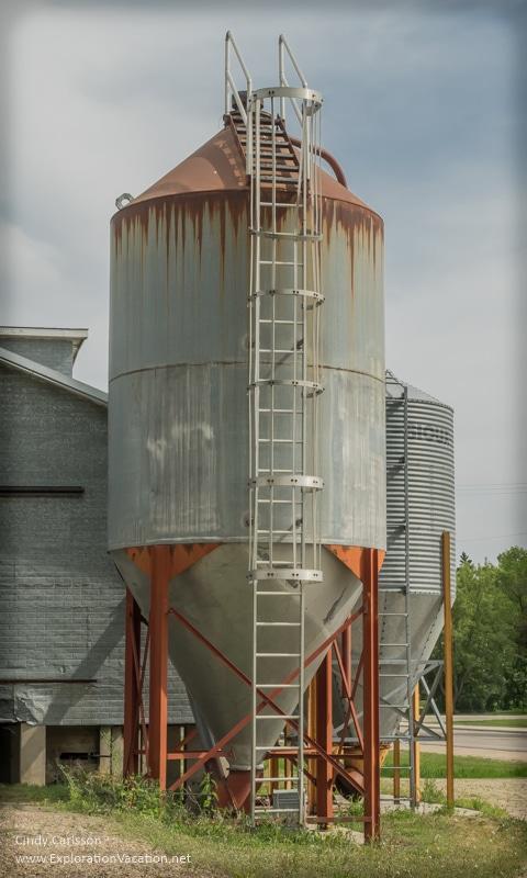 West Union Minnesota grain elevator - ExplorationVacation.net