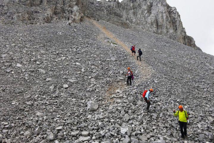 descent from Kuchki Kom