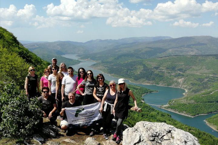 vidikovac Kozji Kamen, Zavojsko jezero