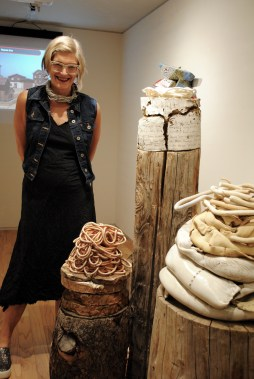 Patricia Sannit finds and exploits the permeability between clay and wood in this untitled piece, at the Hotbox galleries.