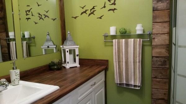 hillside-cabin-washroom