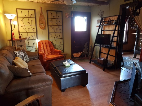 sleepy-hollow-cabin-living-room