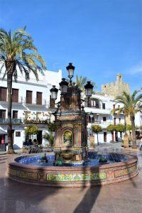 Fuente en la plaza de españa de Vejer de la Frontera pueblo blanco white village Cadiz Explore la Tierra