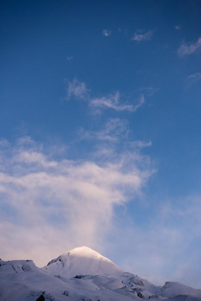 Die Sonne streichelt die Berge auf der kleinen Scheidegg