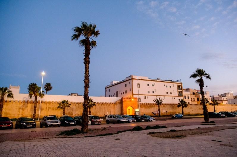 Nur 2 Minuten vom Busbahnhof entfernt steht das Imposante Heure Bleue Palais. Direkt am Eingang zur Medina.