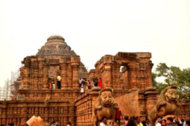 Konark sun temple picture