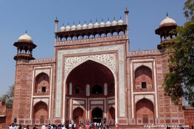 Main gate (Great Darwaza)