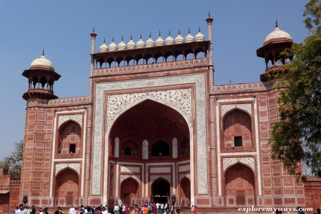 Main gate (Great Darwaza) to Taj Mahal