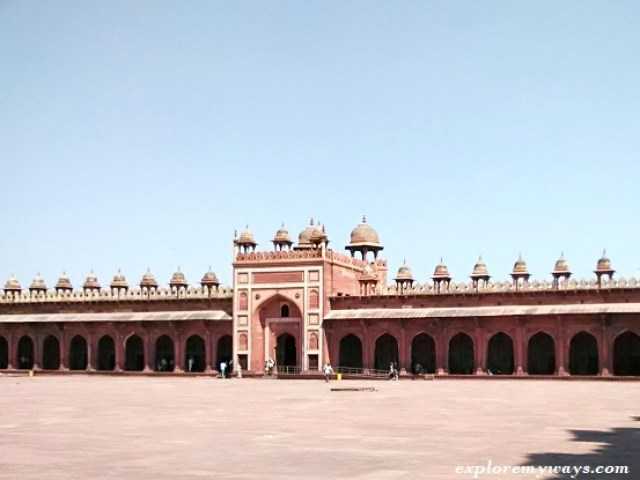 Kings gate of Fatehpur mosque