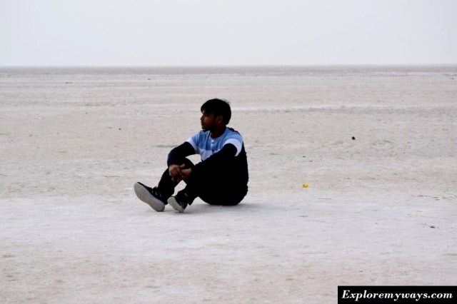 pics of white desert in Kutch