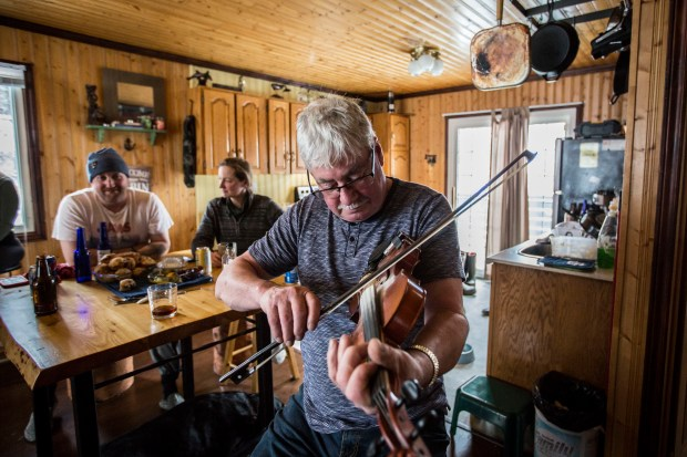 Impromptu jam sessions are a common feature at Jiggs dinners. Photo by Bryce Urbany and Alfredo Alcántara.