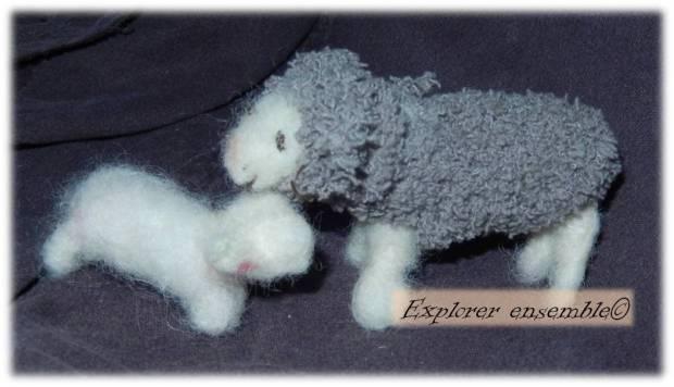 Fabriquer un agneau et une brebis en laine feutrée