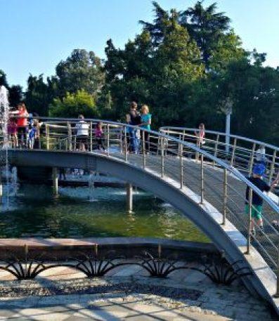Dancing fountain bridge