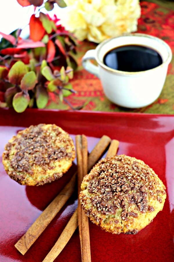 Keto, gluten-free, sugar free breakfast muffins. Low carb coffee cake muffins. Perfect for fall breakfasts. #sugarfreebreakfast #muffins #cinnamon #ketorecipes #explorermomma