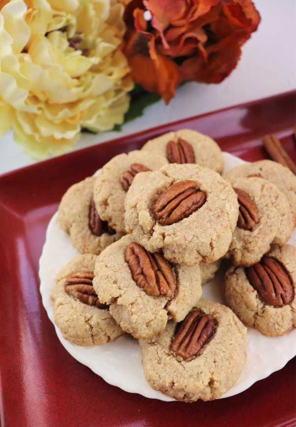 Snack time low carb cinnamon pecan cookies are the perfect autumn gluten-free treat. #cinnamoncookies #ketorecipes #lowcarbrecipes #pecancookies #explorermomma