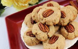 Cinnamon Pecan Cookies are low carb gluten-free bites of goodness. #glutenfreecookies #lowcarbdessert