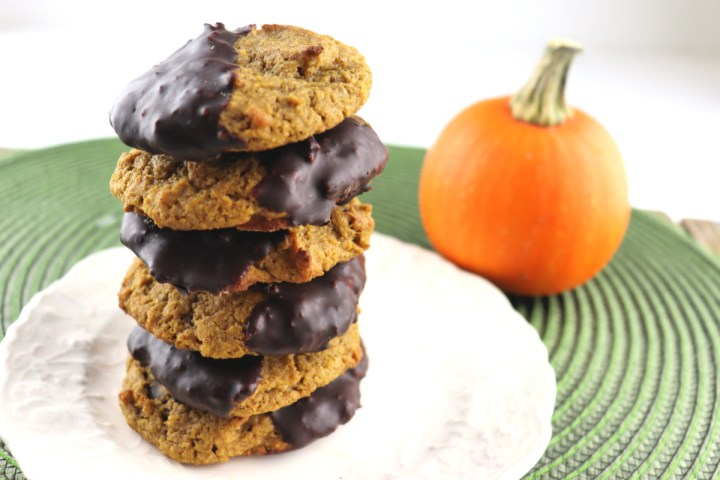 Stack of pumpkin cookies, pumpkin spice and chocolate gluten-free, low carb goodness! #sugarfreecookies #ketopumpkin