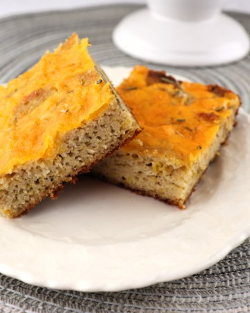 Keto Cheddar Focaccia is the perfect low carb recipe alongside your favorite keto soup or salad. Craving bread? Try this and your keto diet will thank you. #ketobread #lowcarbbread