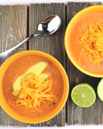 Keto taco soup. This delicious low carb soup tastes literally like a warm taco in a bowl! Gluten-free and super-easy, your family will love this recipe! #ketosoup #lowcarbdinners