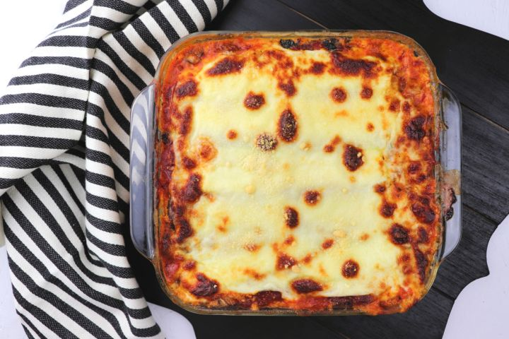 Keto zucchini lasagna is perfect for a comforting family meal. Low carb, gluten-free and fabulous. #zucchini #lowcarbrecipes
