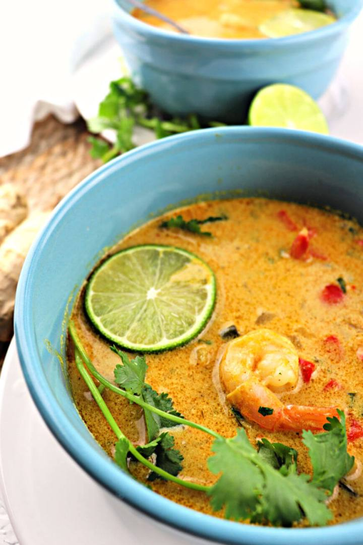 Keto Low Carb Thai Coconut Soup is full of flavors while still gluten-free and dairy-free. Shrimp, ginger, lime, red curry, perfectly refreshing for spring. #ketosoup #lowcarbdinner