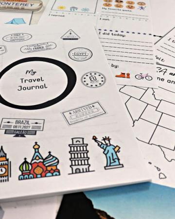 Printable kids travel journal is perfect for family vacations! Great road trip or air travel activity for kids! #kidstraveljournal #kidsactivities