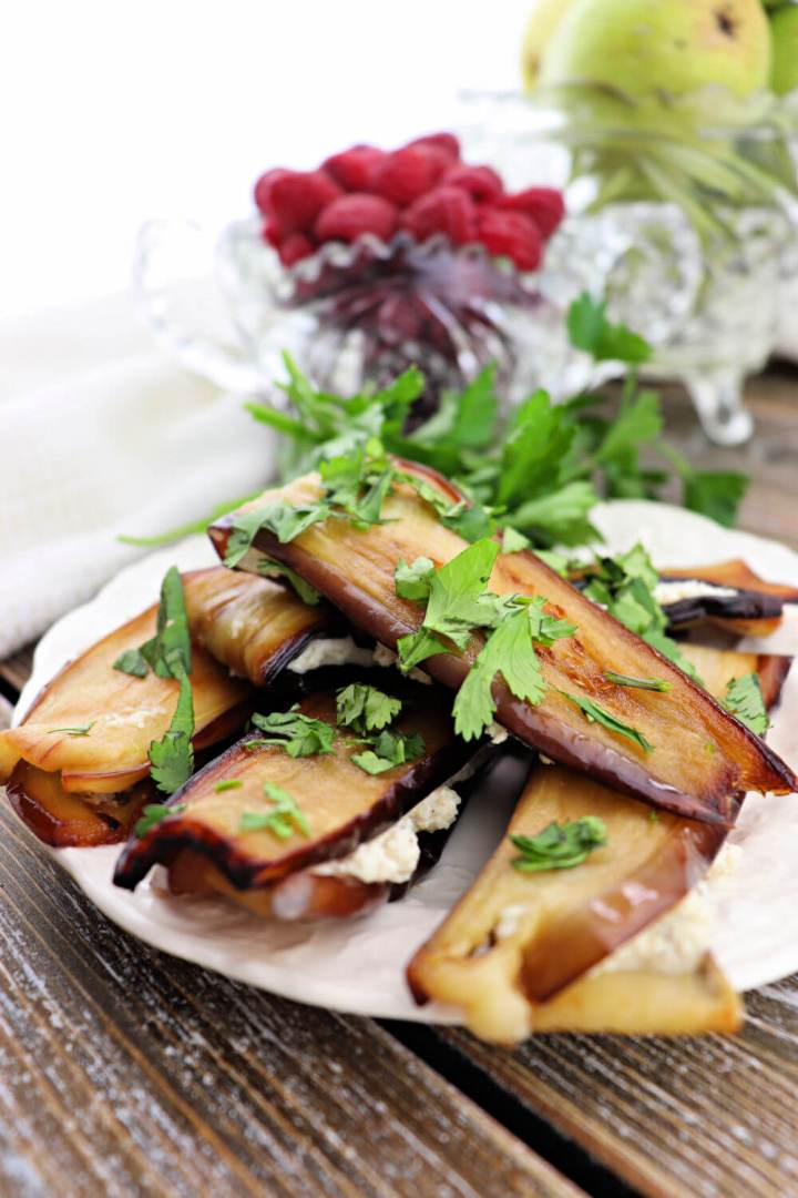 Georgian foods: eggplant with walnuts is a staple for any Georgian dinner. Fenugreek, garlic, and walnuts make this a delicious low carb side dish. #lowcarbrecipes #georgianrecipes