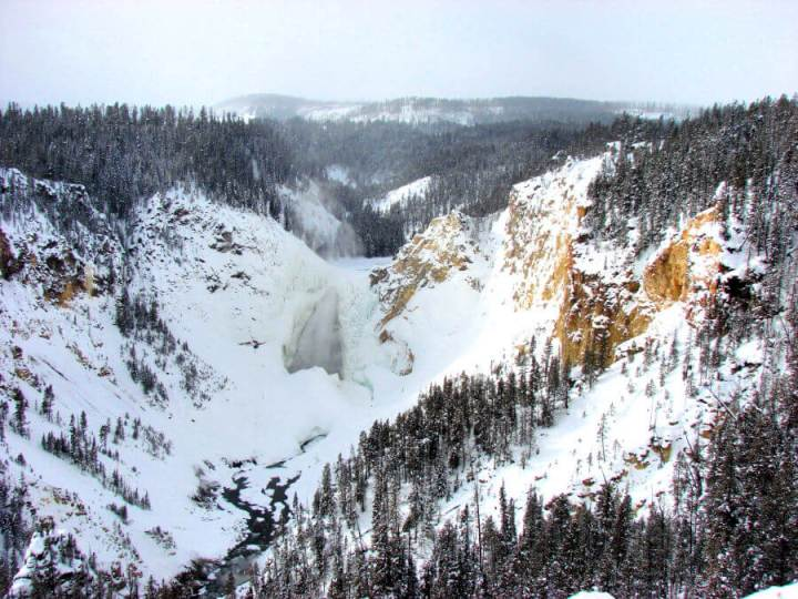 Yellowstone National Park in winter, USA, middle grade books to inspire wanderlust #yellowstonenationalpark #booklist #wanderlust