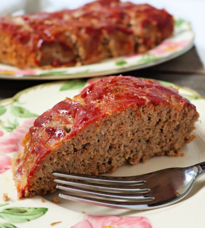 This is the best low carb keto turkey meatloaf for a family dinner. Easy to put together and gluten-free sugar-free. #ketodinner #lowcarbrecipes