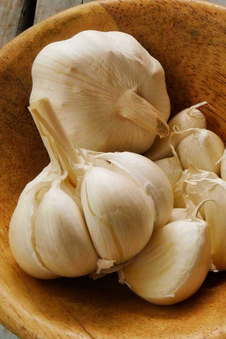 Bow of garlic, how to peel garlic