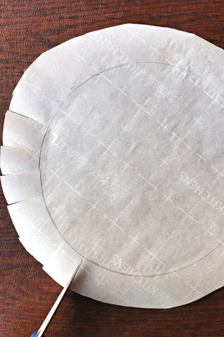 Parchment paper round and cutting for cake