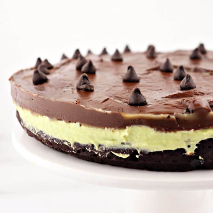 Keto flourless chocolate grasshopper cake is gluten-free, mint and chocolate joy. Healthy, natural green color comes from avocado. #ketocake #ketodesserts #ketodessertrecipes