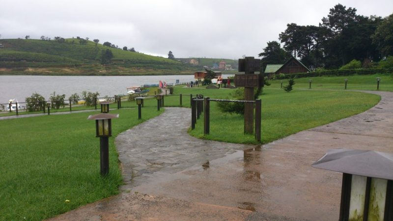 Nicely created footpaths of Gregory Lake Park