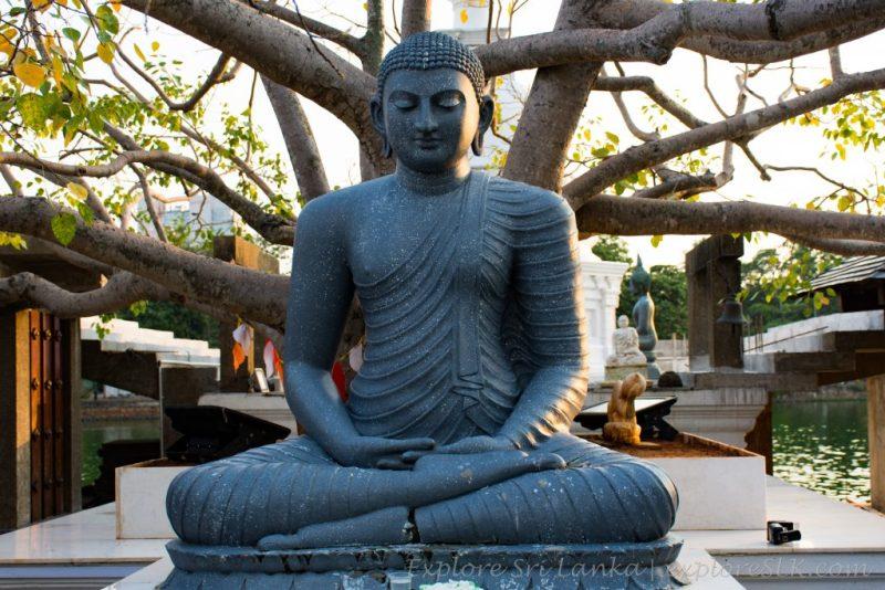 Seema Malaka Statue