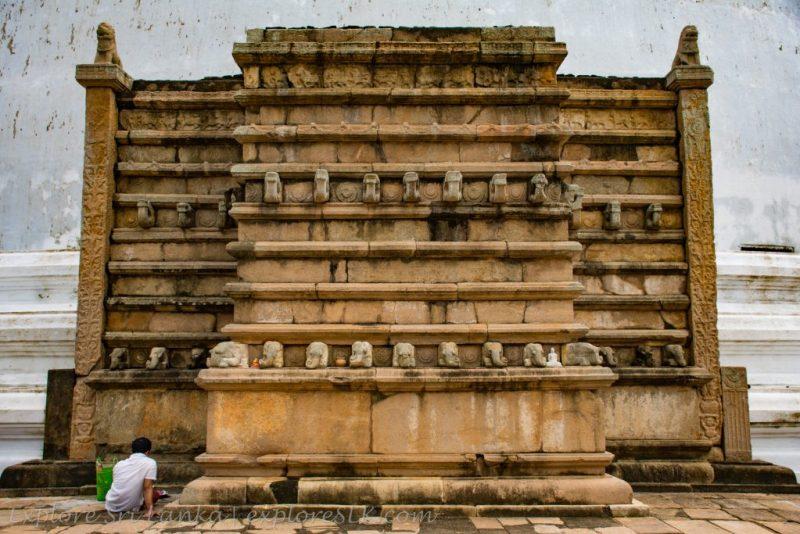 Mirisawetiya Stupa Wahalkada