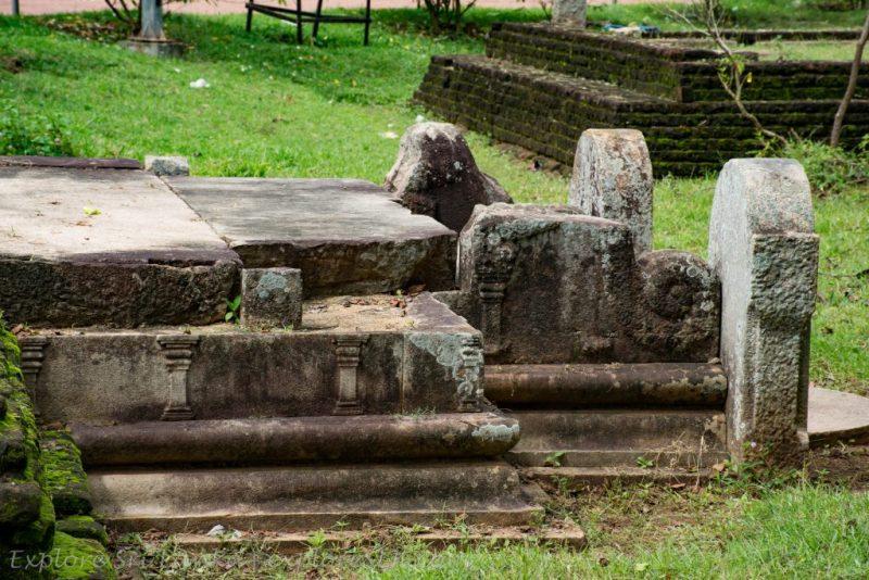 Remains of Mirisawetiya Viharaya