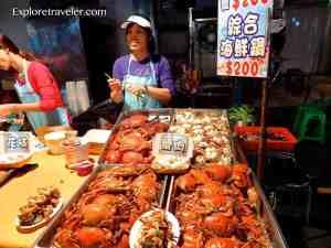 Fun to eat at Taipei Raohe Night Market in Taiwan 饒河夜市