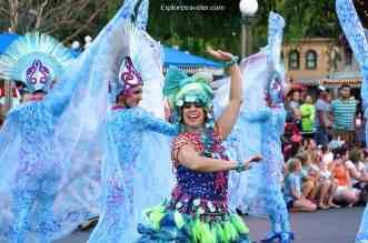 Mickeys Soundsational Festive Parade