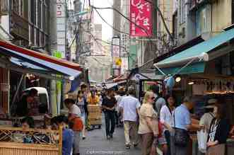 Shopping Tsukiji Market (築地市場)