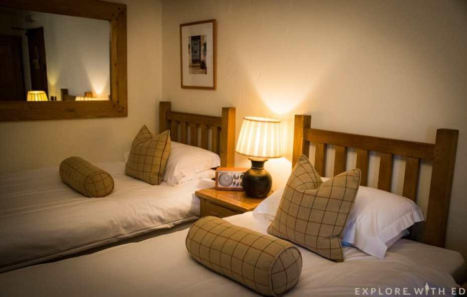 Newbridge on Usk en-suite bedroom